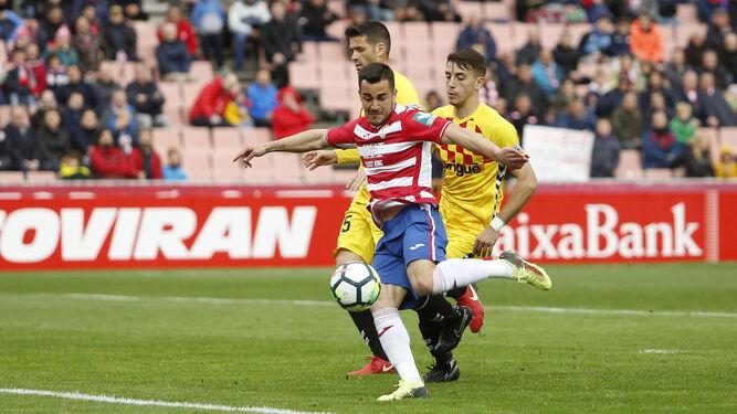 El forzado regreso a la titularidad de Joselu será la principal novedad del Granada CF en el Carlos Tartiere.