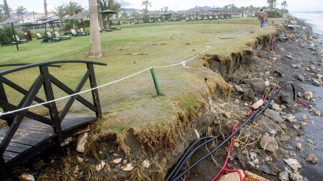 Motril ha reclamado a Costas que construya los espigones para evitar destrozos como este en sus playas.
