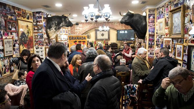 El establecimiento lleno de gente.