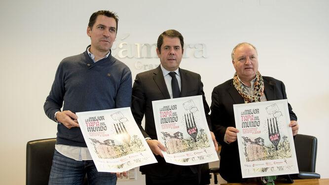 El presidente de Gustatio, David Fernández, junto al presidente de Cámara Granada, Gerardo Cuerva, y el vicepresidente Gregorio García.