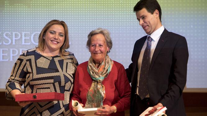 Con 80 años, Pilar Moleón acaba siempre las carreras del Gran Premio de Fondo. Este trofeo se le queda corto.