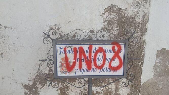 Un 'bochornoso' espectáculo  de pintadas en el Albaicín