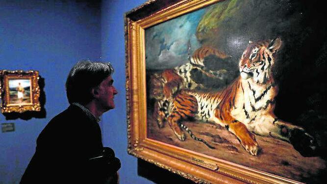 Ante su exótico lienzo 'Pequeño tigre juega con su madre'.