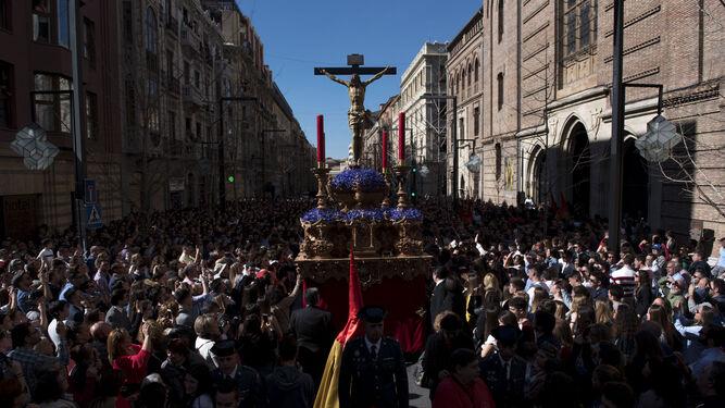 El Miércoles Santo desborda       las calles de Granada