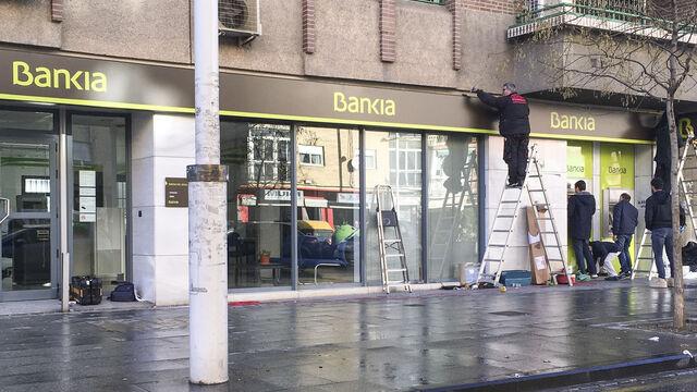 denuncian colas y caos en las oficinas de bankia