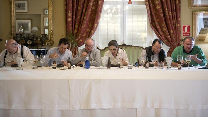 1. El jurado compuesto por seis especialistas gastronómicos de todo el país eligió entre las tapas de los 23 participantes. 2, 3 y 4. Los chefs presentaron sus creaciones con una cadencia de quince minutos.