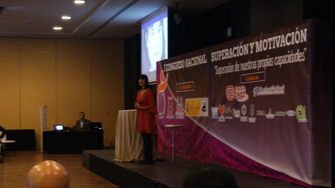 Irene Villa logró emocionar durante su charla a un auditorio lleno a rebosar