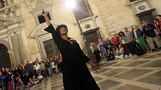 Flamenco, arte en la calle, artesanía, teatro, rock, orquestas, bailes, concursos, muestras, degustación de productos, visitas, museos... Todo durante el día de hoy
