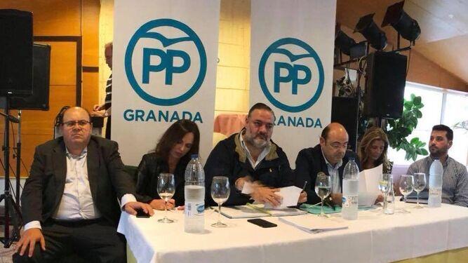 Duarte (a la derecha) en una ejecutiva provincial del PP.