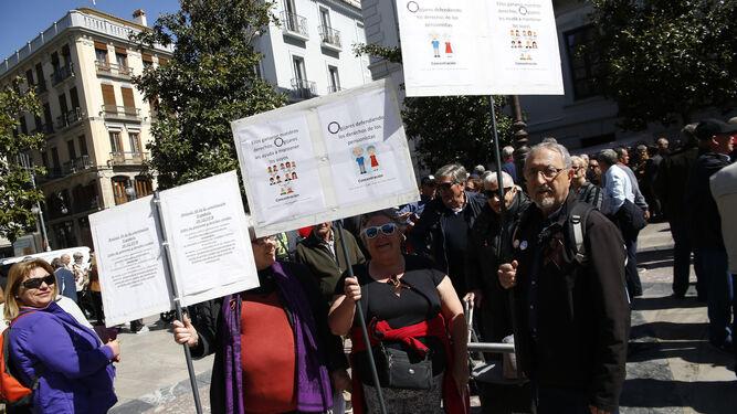 Medio millar de personas se concentraron ayer en la Plaza del Carmen para exigir ser escuchados.
