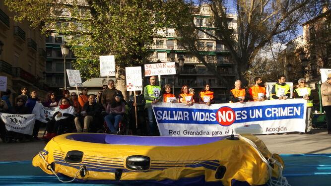 La concentración exigía solidaridad con los miembros de las ONG.