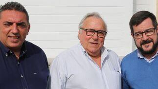 El Primer teniente de Alcalde del Ayuntamiento de Lora del Río, Miguel Ángel Nogales, Manuel Nogales y José Antonio Sánchez
