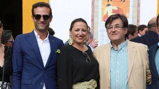 """Cristina Bayo, Juan Manuel Cordero (rejoneador de Coria del Río), Conchita Rodríguez, Antonio Ponce """"Titi"""" y el ganadero José Luis Pereda"""