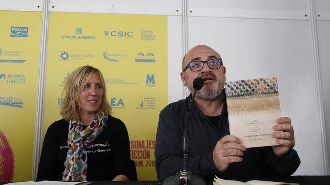 Iván Ferreiro presentó biografía junto a la periodista Arancha Moreno.