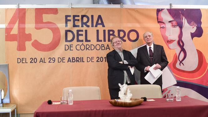 Pablo García Baena recibió un homenaje con la presencia de muchos amigos granadinos.