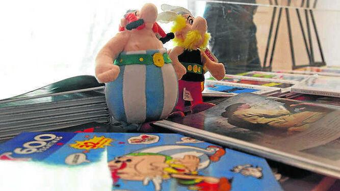 Astérix en Italia.  1. Astérix y Obélix en miniatura. 2 y 3. Bocetos que reflejan el proceso de creación del capítulo italiano. 4. Detalle de uno de los dibujos.
