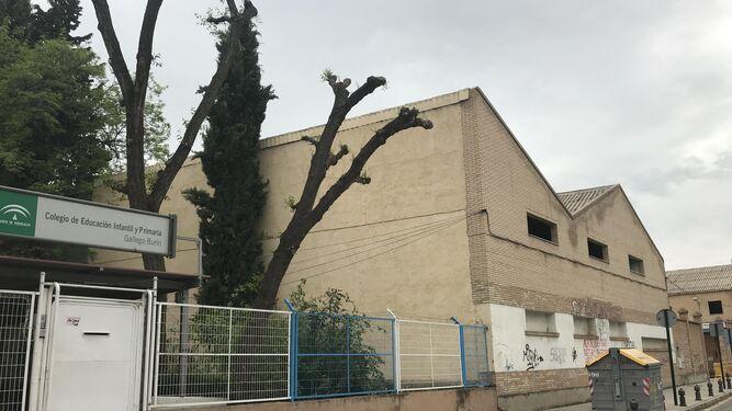 Las antiguas cocheras están situadas al lado del C. P. Gallego Burín.