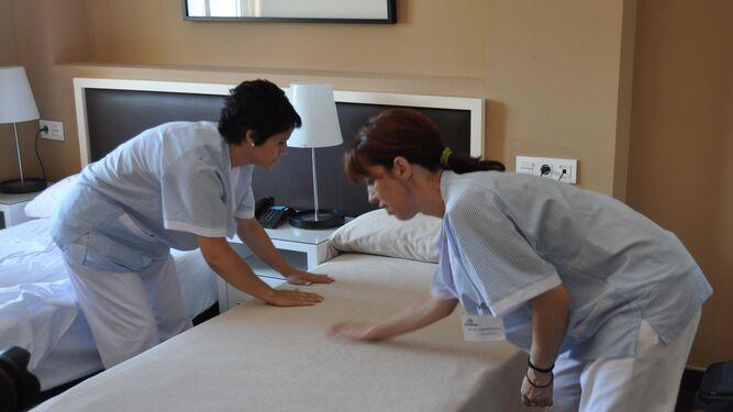 La situaci n de las 39 kellys 39 provoca que una de cada diez inspecciones acabe en sanci n - Que cobra una camarera de pisos ...