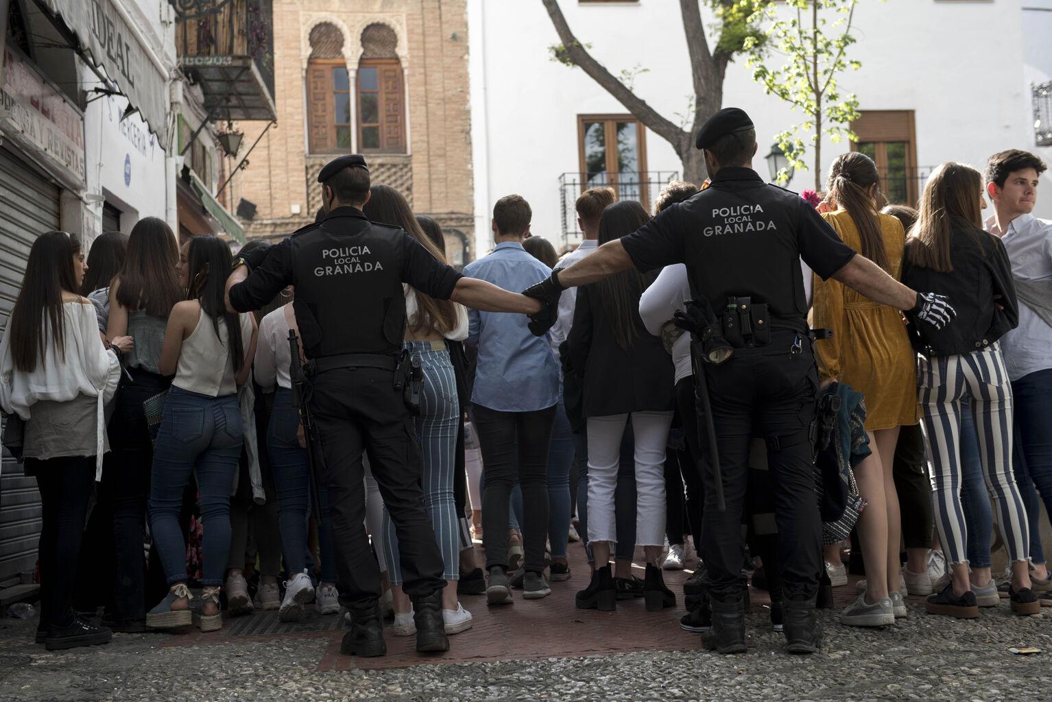 172 jóvenes multados y 400 llamadas a la Policía
