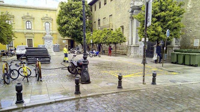 La calle Escuelas ayer completamente limpia.