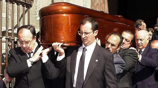 Miles de personas acudieron al funeral en la catedral de Granada.