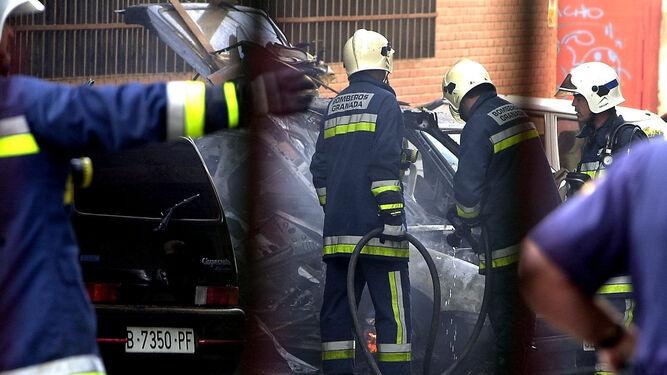 A las pocas horas del asesinato a tiros de Luis Portero, a escasos metros de su casa, explosionó el coche que habían dejado los mismos terroristas.
