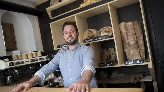 El pan típico de campo francés es su especialidad que decoran además de una manera única.