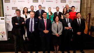 Foto de familia con los premiados, miembros del jurado y representantes políticos y de Bankia.
