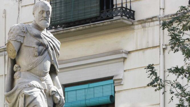 Estatua de Carlos V, en la plaza de la Universidad.