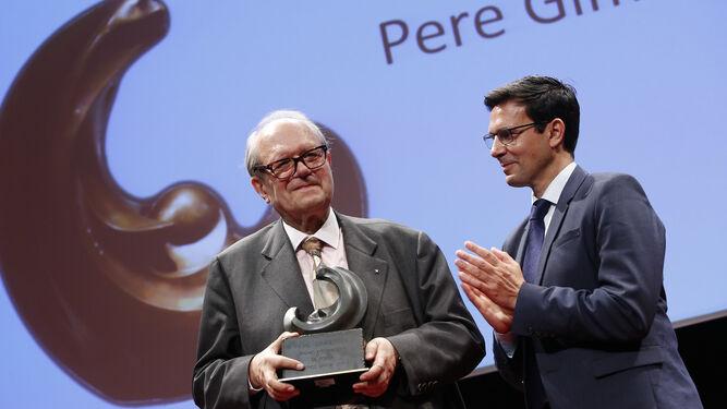 El escritor y crítico catalán  recibió el galardón de manosde Francisco Cuenca.