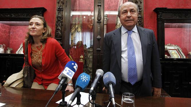 Isabel Nieto y José Torres Hurtado, el día que anunciaron su dimisión en el Ayuntamiento por los casos investigados.