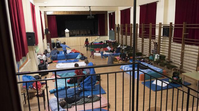 Las familias del Gómez Moreno organizan un encierro en el colegio ...
