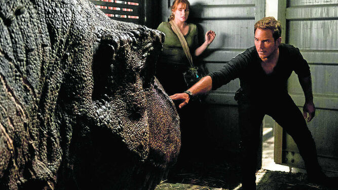 Bryce Dallas Howard y Chris Pratt, en una escena de 'Jurassic World: El reino caído'.