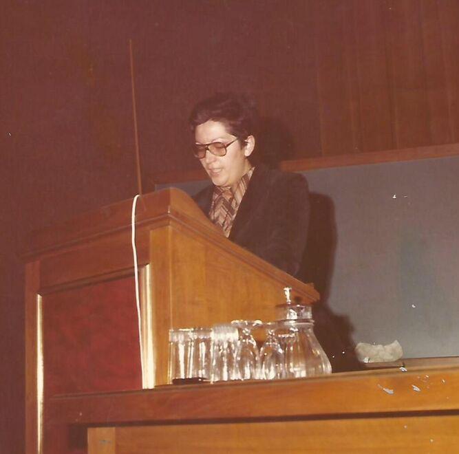 La que fuera parlamentaria andaluza con el PSOE en la primera legislatura, hablando en una conferencia pública.