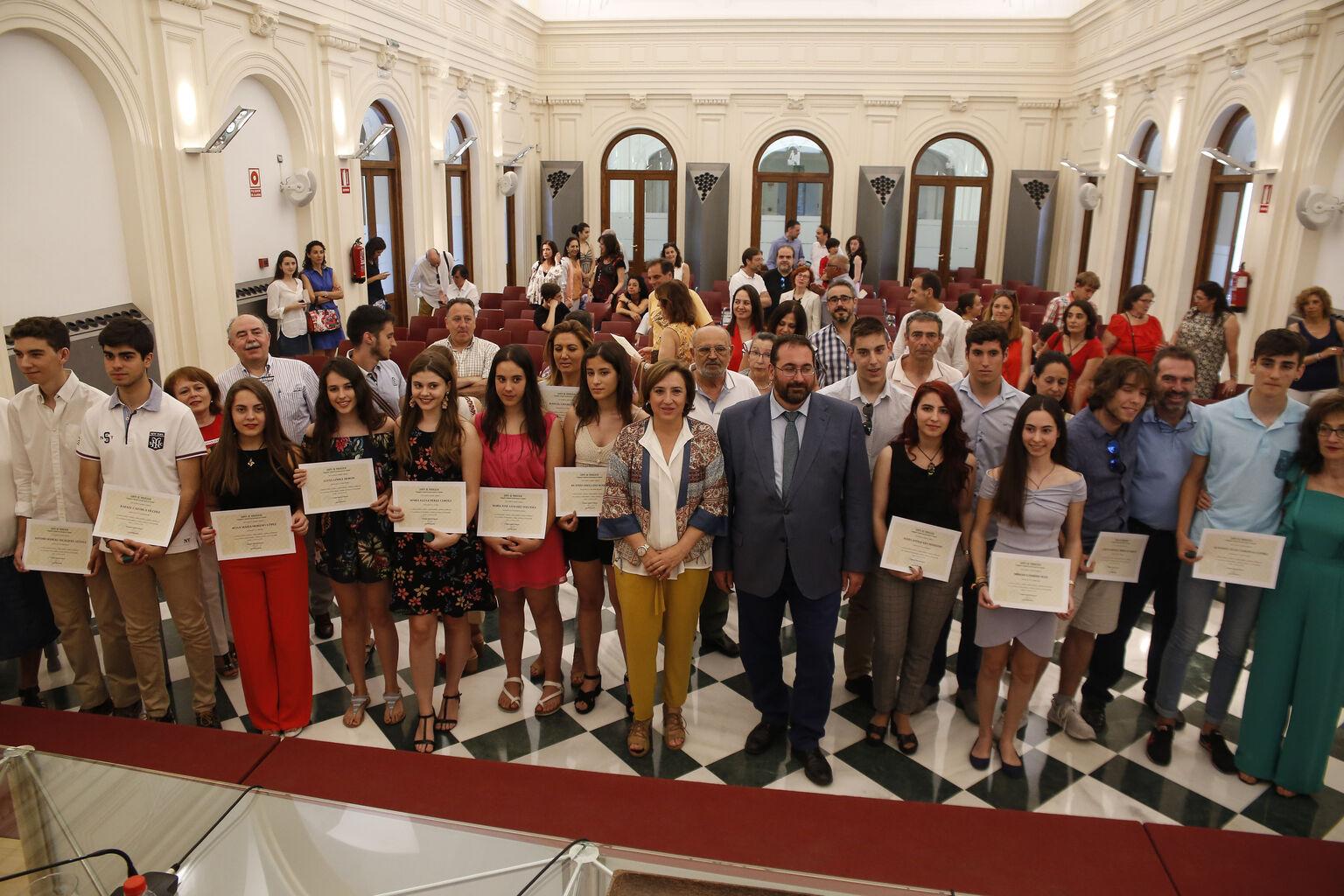Becas de 400 euros para los alumnos de la UGR que vivan a ...
