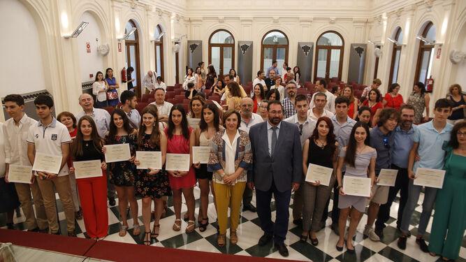 Becas de 400 euros para los alumnos de la UGR que vivan a más de 50 ...