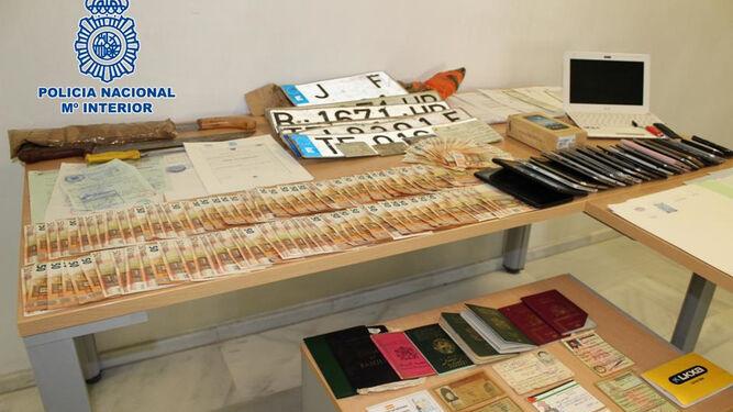 Cae una red dedicada a la venta de empadronamientos falsos for Material oficina granada