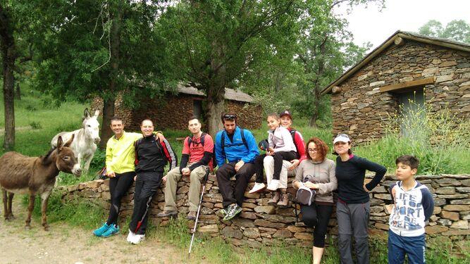 Con su equipo de campo en La Hortichuela