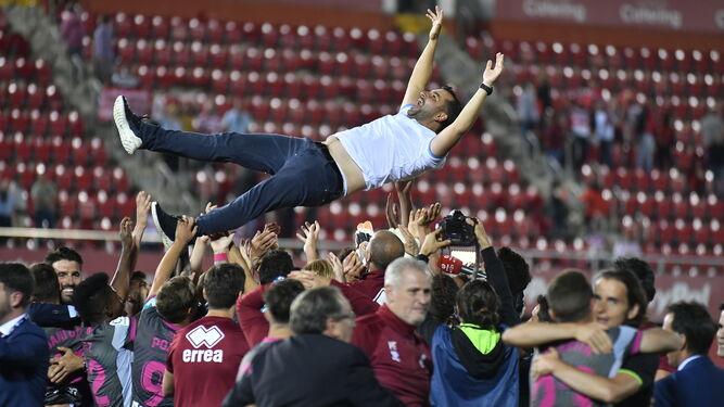 [Imagen: Diego-Martinez-manteado-jugadores-Moix_1...67x375.jpg]