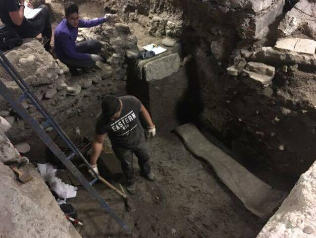 Descubren en el Centro de Granada un sarcófago romano de plomo