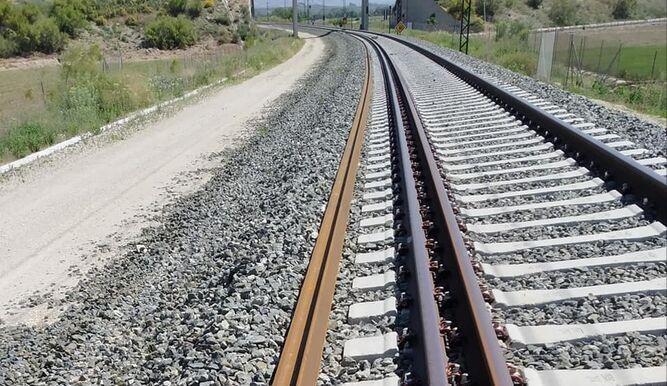 A la izquierda de la foto, espacio reservado para la plataforma de doble vía a la salida de Loja