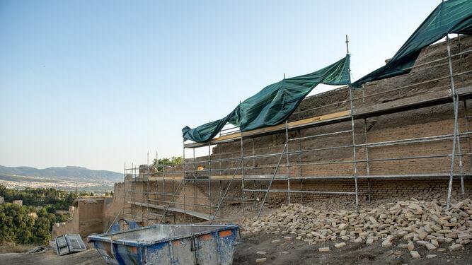 El Gobierno aprueba obras de emergencia en la muralla nazarí.