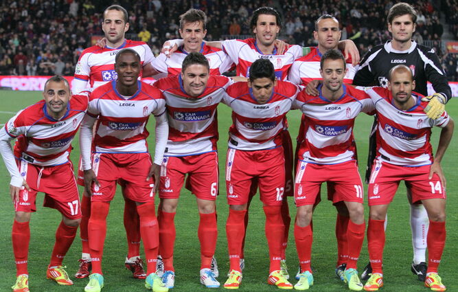 Este fue el último once del Granada CF que marcó en el Camp Nou en la campaña 2011-2012.