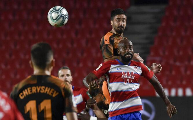 Los rojiblancos jugaron un duelo muy intenso ante el Valencia desde el minuto 1.