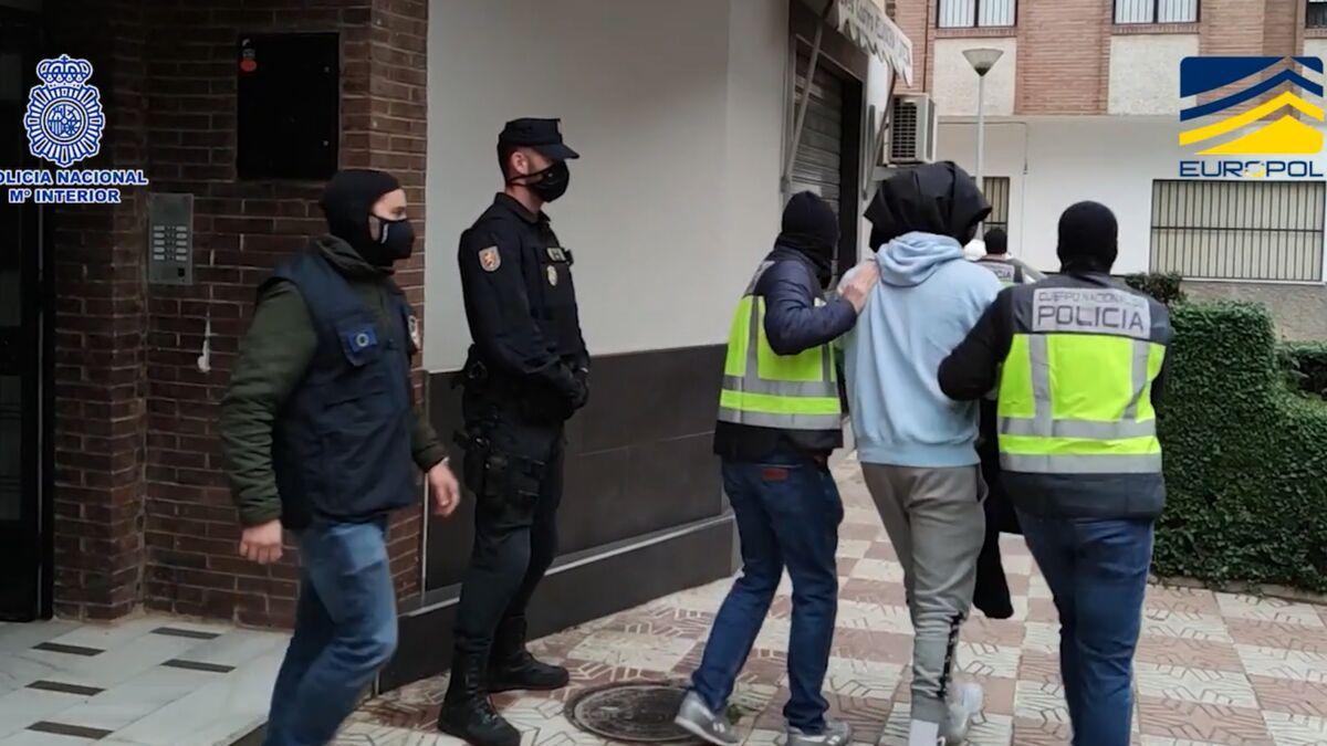 Detención de uno de los yihadistas en un piso ubicado cerca del Bar FM de Granada