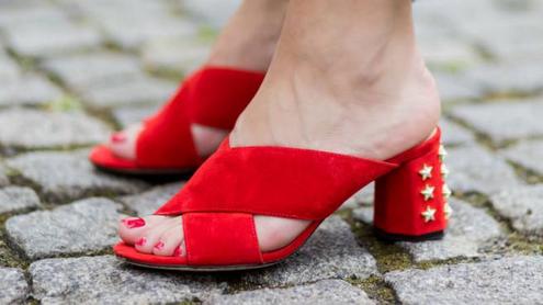 Estas son las sandalias mule de...