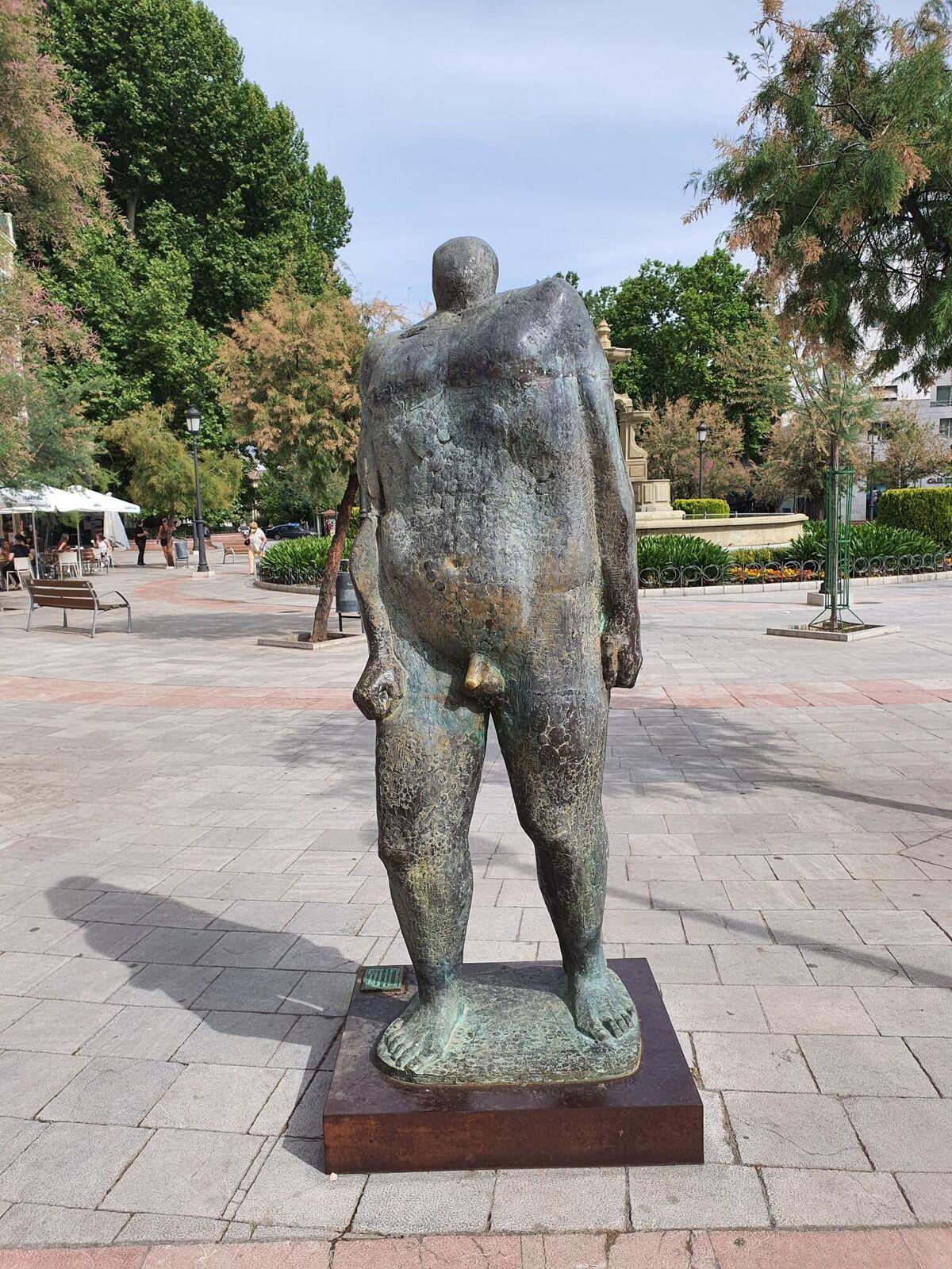 Hay quien cree que la estatua de Puerta Real está dedicada al malafollá