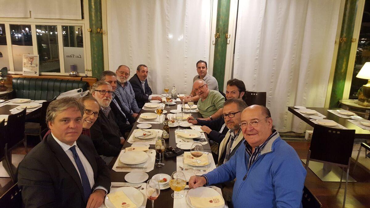 Reunion para constituir la Real Academia de la Malafollá.