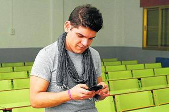 Otro \'tuit\' del ministro confirma la beca al estudiante de la UGR